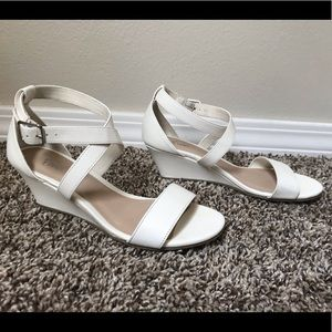 Fioni White Wrap/Strappy Mid-Wedge -  Size: 5
